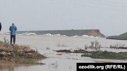 Специалисты сомневаются, что при строительстве прорвавшегося участка дамбы Сардобинского водохранилища использовали цемент.