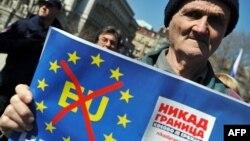 Posteri na protestu desničara u Beogradu 17. marta