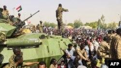 مردم سودان از اوایل دسامبر ۲۰۱۸ در اعتراض به افزایش بهای نان به خیابانها آمده و پس از مدتی این تظاهرات به اعتراض علیه عمر البشیر و برکناری او از قدرت بدل شد.