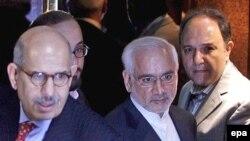 غلامرضا آقازاده، رييس سازمان انرژی اتمی ايران، و محمد البرادعی، مدير کل آژانس بين المللی انرژی اتمی. (عکس: EPA)