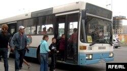 Қоғамдық көлік. Астана, 4 қыркүйек 2008 жыл. (Көрнекі сурет)