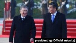 Сооронбай Жээнбеков и Шавкат Мирзиеев. Ташкент, 13 декабря, 2017 года.