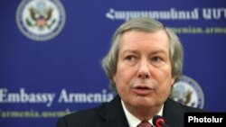 Armenia -- OSCE Minsk Group Co-Chair James Warlick gives a press conference at the U.S. Embassy in Yerevan, 26 October, 2015