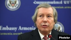 Armenia -- OSCE Minsk Group Co-Chair James Warlick gave a press conference at the U.S. Embassy in Armenia, 26 October, 2015