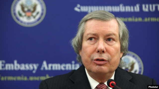 Armenia -- OSCE Minsk Group Co-Chair James Warlick gives a press conference at the U.S. Embassy in Armenia, 26 October, 2015