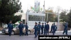 Сотрудники полиции, г.Туркменабат, Лебапская область Туркменистана