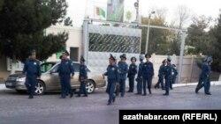 Türkmenabat, polisiýa ofiserleri