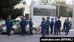 Türkmenistanyň polisiýa işgärleri
