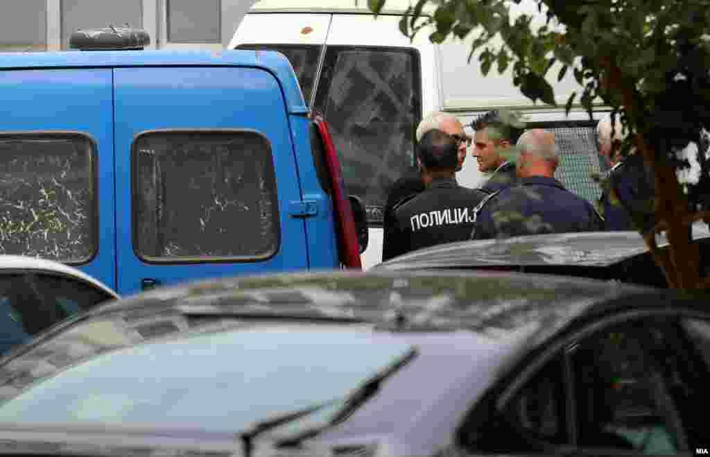 МАКЕДОНИЈА - Првоосомничениот во случајот Рекет, Бојан Јовановски, не дал исказ во обвинителството, оти како што тврди неговиот адвокат, веднаш му било дадено известие за завршена истрага без да може да ги види доказите. За 24 септември е најавено дека исказ ќе дава поранешната специјална обвинителка Катица Јанева.