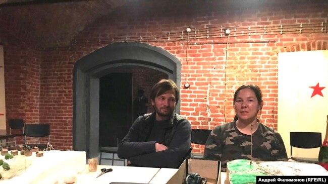 Алексей Лобанов (художник спектакля) и Саша Мун (продюсер)
