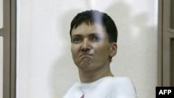 Nadia Savchenko gjatë procesit në një gjykatë në Rusi