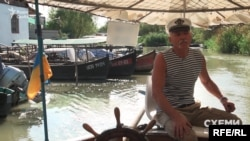 Човняр Микола – місцевий мешканець, який зголосився допомогти журналістам у пошуках власника частини дунайського узбережжя