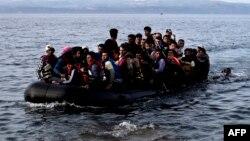 Одна из лодок с мигрантами