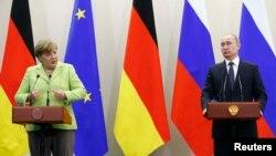 Vladimir Putin və Angela Merkel