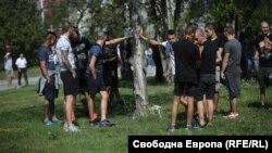 Сред допуснатите до събитието на ГЕРБ бяха младежи с маски и тъмни фланелки, които нападнаха протестиращи срещу правителството и проявиха физическа агресия срещу журналиста от Свободна Европа Полина Паунова