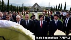"""Траурная церемония на военном кладбище """"Мухатгверди"""", 7 августа 2008 года"""