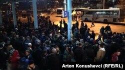 Stacioni i autobusëve në Prishtinë.Ikja e qytetarëve nga Kosova në shkurtin e vitit 2015.