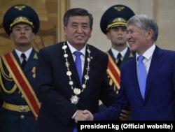 Алмазбек Атамбаев на церемонии инаугурации Сооронбая Жээнбекова. Бишкек, 24 ноября 2017 года.
