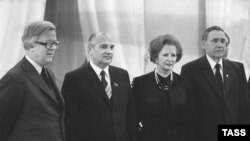 British Foreign Secretary Geoffrey Howe (left), Mikhail Gorbachev, Margaret Thatcher, and Soviet Foreign Minister Andrei Gromiko before talks in the Kremlin in 1985.