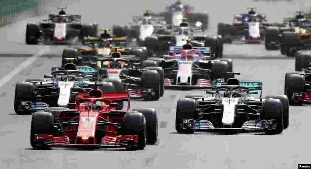 """Формула-1 жарысы Бакуде үшінші жыл қатарынан ұйымдастырылды. 2016 жылы өткен жарыс """"Еуропа Гран-приі"""" деп аталған. Былтырдан бері бұл жарыс """"Әзербайжан Гран-приі"""" деп аталады."""