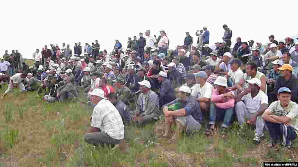 17 июля Кыргызстан возобновил подачу воды в Казахстан по трансграничному каналу «Быстроток». Жители одного из кыргызских сел перекрыли его за десять дней до этого в знак несогласия по ряду вопросов, касающихся границы между двумя странами.