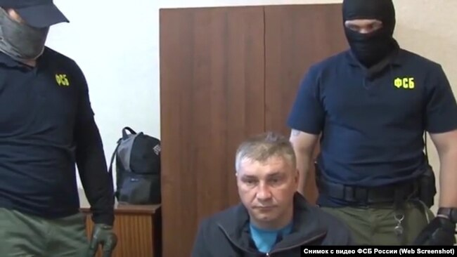 Дмитрий Долгополов на допросе