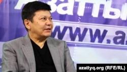 """Канат Тасибеков, автор книг """"Ситуативный казахский"""". Алматы, 9 апреля 2015 года."""