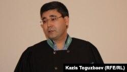Алмалы аудандық сотының судьясы Мұхтар Әміров. Алматы, 27 қаңтар 2014 жыл.