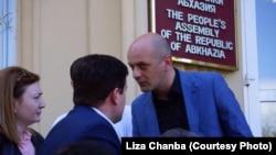 По словам Алхаса Тхагушева, предложенный депутатом Алмасом Джапуа законопроект о моратории не представляет крайнюю точку зрения (фото: Лиза Чанба)
