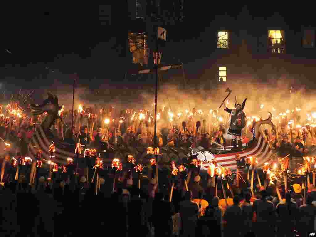 Штогадовы фэстываль на брытанскіх выспах Шэтланд, на якім сьвяткуюць уплыў скандынаўскіх вікінгаў на гэтыя тэрыторыі.
