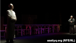 """Постановка спектакля """"Жаннат"""" на сцене Казахского драматического театра в Уральске. 31 мая 2015 года."""