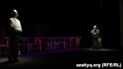 Оралдағы қазақ драма театры сахналаған «Жаннат» спектаклінен көрініс. 31 мамыр 2015 жыл.