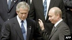 Раздражителем для России является американская поддержка Украины и Грузии, избравших западную ориентацию, считают эксперты