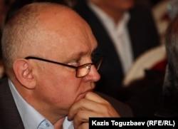 """Лидер незарегистрированной оппозиционной партии """"Алга"""" Владимир Козлов на съезде Общенациональной социал-демократической партии."""