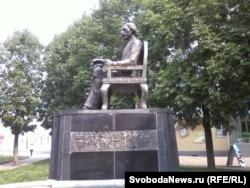 """Памятник Шолом-Алейхему на """"Биробиджанском Арбате"""""""