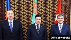 Былтыр Бакуда Азербайжан, Түркмөнстан жана Түркиянын президенттери жолугушкан. 29-ноябрь, 2008-ж.