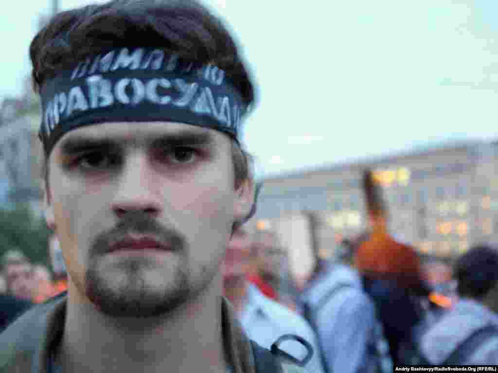 Тим часом на майдані Незалежності в Києві кілька сотень людей вимагали покарати винних у смерті Георгія Гонгадзе
