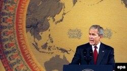 Основную критику Джордж Буш обрушил на власти Китая находясь с визитом в Тайланде. Эксперты полагают, что в Пекине президент США от замечаний воздержится