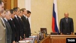 Аналитики высказывают мнение, что убийство госчиновника такого уровня является прямым вызовом российскому правительству