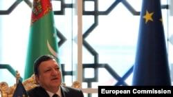 Ýewropa Komissiýasynyň başlygy Žoze Manuel Barroso Aşgabatdaky metbugat konferensiýasynda, 15-nji ýanwar, 2011.