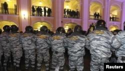 ОМОН тоже готовится к маршу оппозиционеров - особенно к несанкционированному...