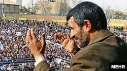 محمود احمدی نژاد در شهر اردبیل در روز چهارشنبه سخنرانی کرد.