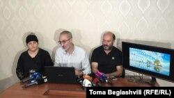 Адвокат Михаил Рамишвили и родители Тамар Бачалиашвили