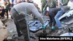 Эксгумация тел в Донецком аэропорту 22 мая, фото Currenttime.tv
