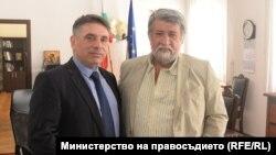Данаил Кирилов и Вежди Рашидов преди да започнат борбата с фалшивите новини.