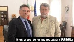 Министърът на правосъдието Данаил Кирилов и председателят на парламентарната комисия по култура и медии Вежди Рашидов