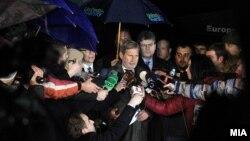 Еврокомесарот за преговори за проширување Јоханес Хан на заедничка средба со лидерите на четирите политички партии на 16 јануари 2016