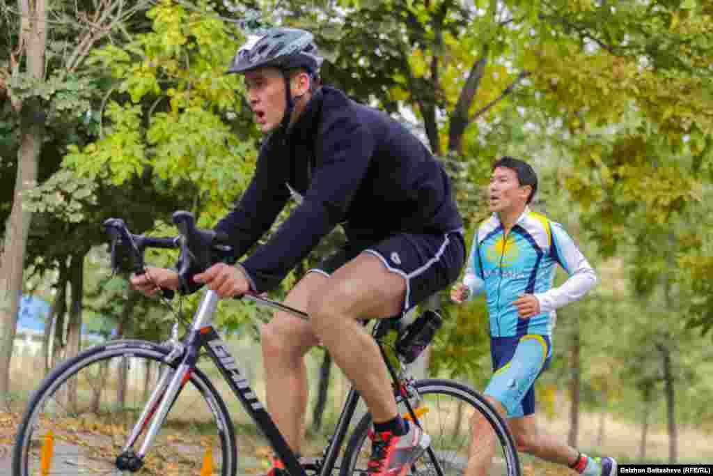 Велогонка (10 километров) — второй этап чемпионата по триатлону Almaty Triathlon.