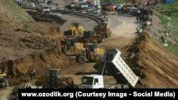 В результате схода оползня на перевале Камчик движение автотранспорта было парализовано на полтора дня.