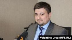 Dumitru Mînzărari în studioul Europei Libere de la Chișinău